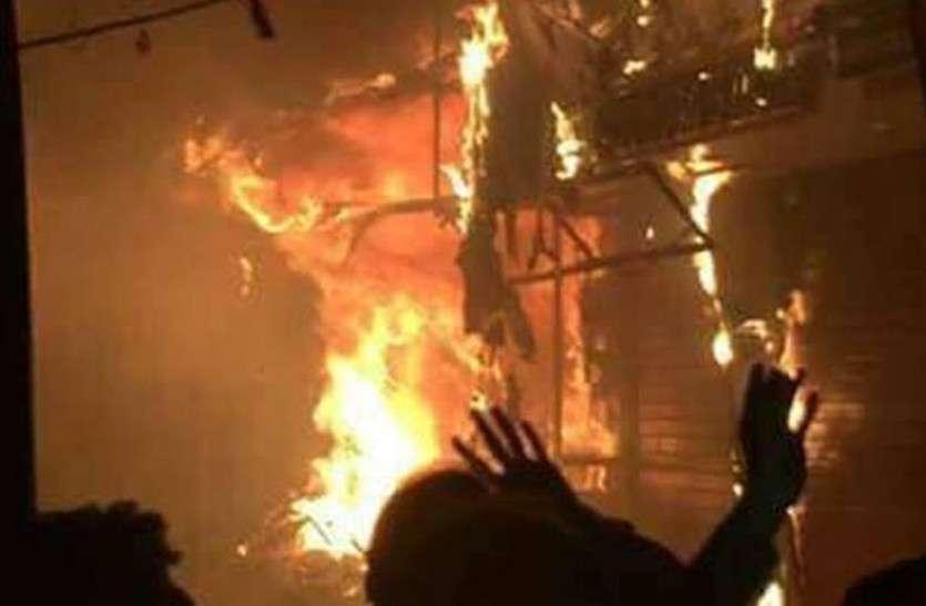 घर में अचानक लगी भीषण आग, मां और डेढ़ साल का बेटा जिंदा जले, हुई दर्दनाक मौत