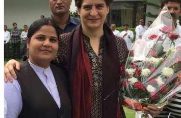 प्रियंका गांधी और सोनिया गांधी ने प्रशिक्षण पूरा होने के बाद महिलाओं से कहा अब सही समय आ गया है संगठन को मजबूत करने का