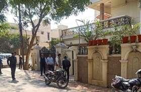 पूर्व मंत्री सुरेंद्र पटवा के घर कुर्की के लिए पहुंचे बैंक कर्मचारी