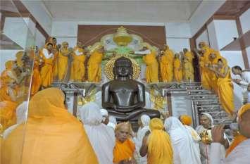भगवान आदिनाथ का श्रद्धालुओं ने किया महामस्तकाभिषेक