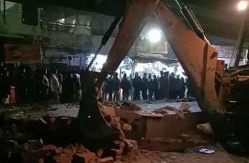 बलिया में अतिक्रमणकारियों के खिलाफ बड़ी कार्रवाई, हटाई गई अस्थाई सब्जी मंडी