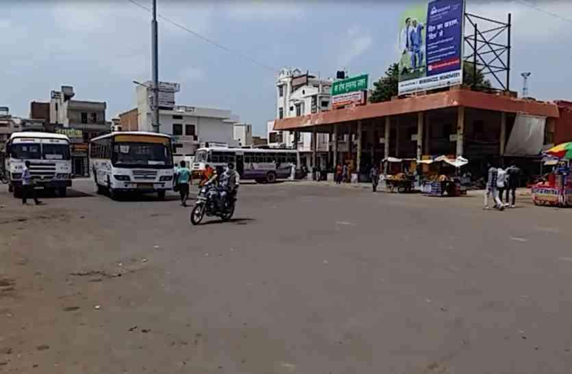 एक करोड़ रुपए जमा नहीं करवाने पर खाली करवाई दुकानें