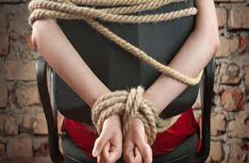 फिरौती लेकर बच्चे की हत्या करने में बड़े लोगों का हाथ, पुलिस पर भडक़े परिजन