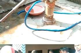घर वाले नल से निकाल रहे थे पीने का पानी, लेकिन तभी पानी में दिखने लगा पेट्रोल, गाँव में जांच करने पहुँचे अधिकारी