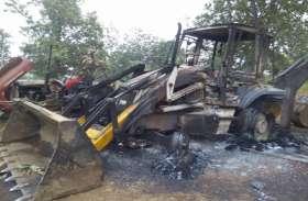 गणतंत्र दिवस के एक रात पहले नक्सलियों ने मचाया उत्पात, 6 वाहनों में की आगजनी