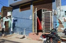 CAA,NRC के विरोध में घरों के सामने चिपकाए पोस्टर