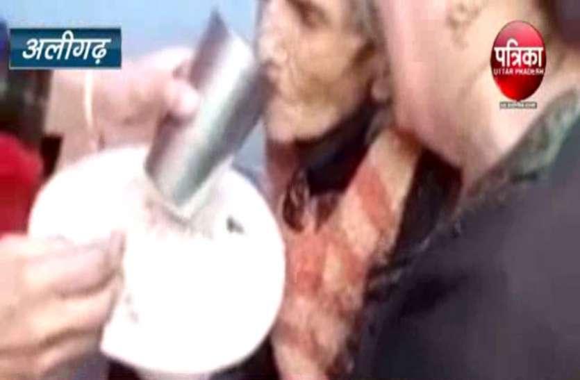 90 वर्षीय मां को घर में बंद कर घूमने निकले बेटे-बहू, 10 दिन तक भूखी प्यासी रही कैद