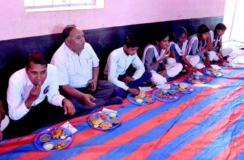सफाई कर्मियों व गरीबों को नि:शुल्क वितरित हो रहा खाना