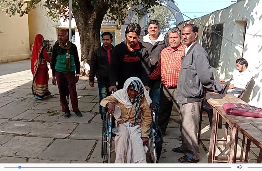 राजस्थान पंचायत चुनाव : वोट डालने के लिए न उम्र, न बीमारी की परवाह
