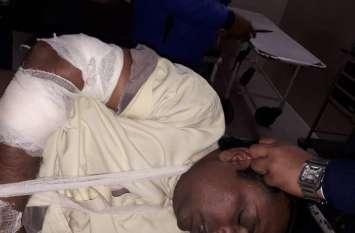 लूट में असफल होने पर बदमाशों ने सर्राफ को दागी दो गोलियां