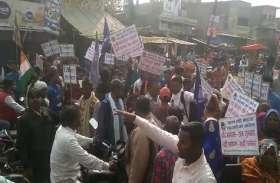 भारत बंद के दौरान यूपी के प्रतापगढ़ में हिंसा, प्रदर्शनकारियों और पुलिस के बीच झड़प, कई घायल