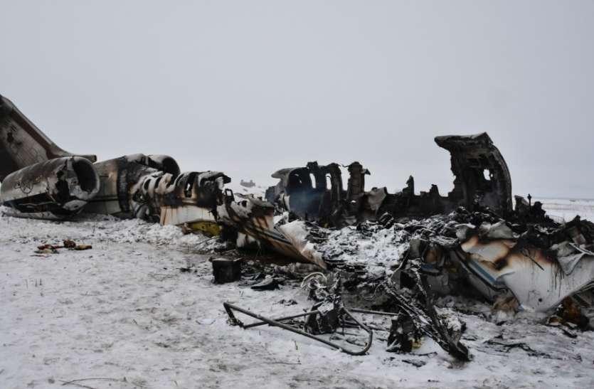 अफगानिस्तान: पहले तालिबानियों ने उड़ाया अमरीकी विमान, अब मलबे तक पहुंचने वालों पर भी कर रहा हमला