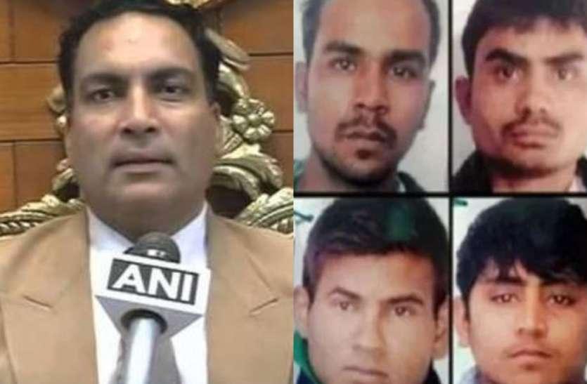 निर्भया केसः दोषियों के वकील एपी सिंह पहुंचे कोर्ट, फांसी टालने की दी नई दलील