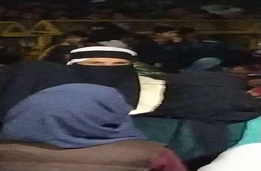 AMU के पूर्व छात्र नेता का बुर्का पहनकर महिलाओं को उकसाने का फोटो वायरल