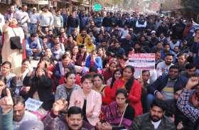 श्रीगंगानगर.देशव्यापी आह्वान के तहत बैंक कर्मियों ने प्रदर्शन कर रोष जताया........देखें खास तस्वीरें