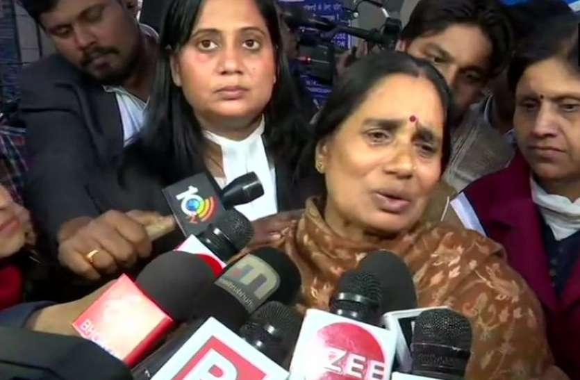 निर्भया केसः छलका मां का दर्द, बोलीं- दरिंदों के वकील ने दी थी चुनौती, अनंतकाल तक फांसी नहीं होने दूंगा