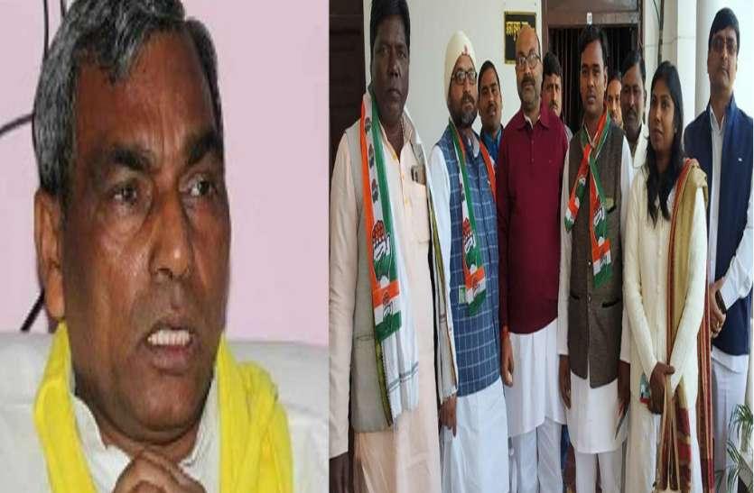 ओमप्रकाश राजभर को बड़ा झटका, सुभासपा के पूर्व प्रदेश अध्यक्ष समर्थकों के साथ कांग्रेस में हुए शामिल