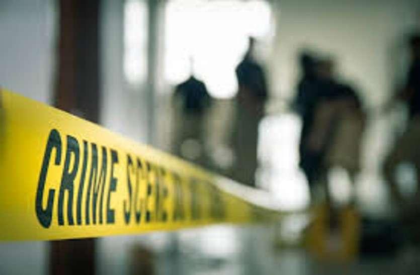 गाड़ी में व्यापारी की मिली लाश, पुलिस जांच में जुटी