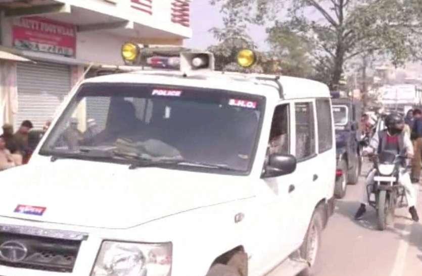 सीएए के खिलाफ प्रदर्शन हुआ हिंसक, पथराव के बाद पुलिस ने किया लाठीचार्ज, खाली कराया जौहर अली पार्क