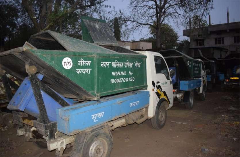 vandalizing vehicle:कचरा गाड़ी हटाने की बात को लेकर चालक के साथ मारपीट, गाड़ी में तोडफ़ोड़