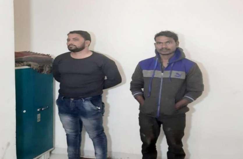Video: ट्रांसपोर्ट कंपनी में पुलिस की दबिश, देसी कट्टा सहित गांजा जब्त, बड़ी वारदात को देने वाले थे अंजाम