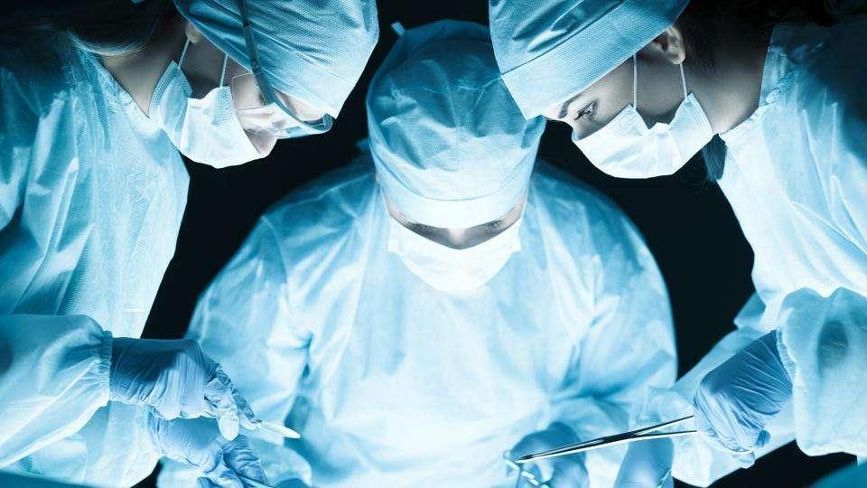 medical-team-performing-operation_6b91e128-22f0-11e9-a07d-d8ccc3ad85d5.jpg