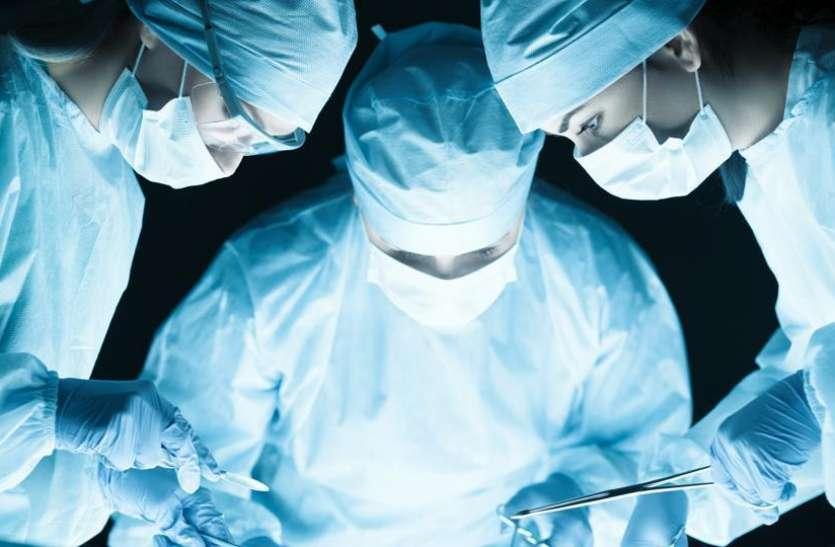 महिला के पेट में हो रहा था दर्द, जब डॉक्टरों ने किया जांच तो निकला डेढ़ किलो का सिष्ट