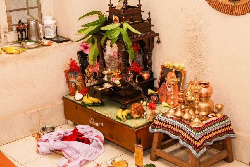 इस जगह और दिशा में बिलकुल नहीं होना चाहिये पूजा घर, वरना कभी खत्म नहीं होती मुसीबतें