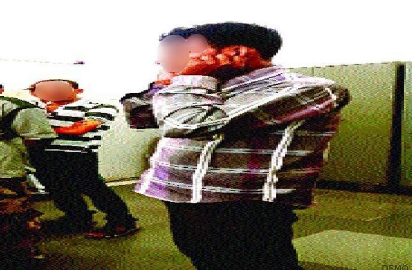 भरे कोर्ट में पति ने कान पकड़कर लगाई उठक-बैठक और मांगी माफी, तब जा कर मानी 5 साल से रूठी पत्नी
