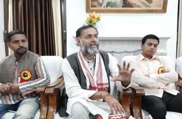 सामाजिक कार्यकर्ता योगेंद यादव बोले- इंदिरा गांधी की दमनकारी नीतियों की तरह काम कर रही है केंद्र सरकार, सीएए को बताया देश तोडऩे वाला