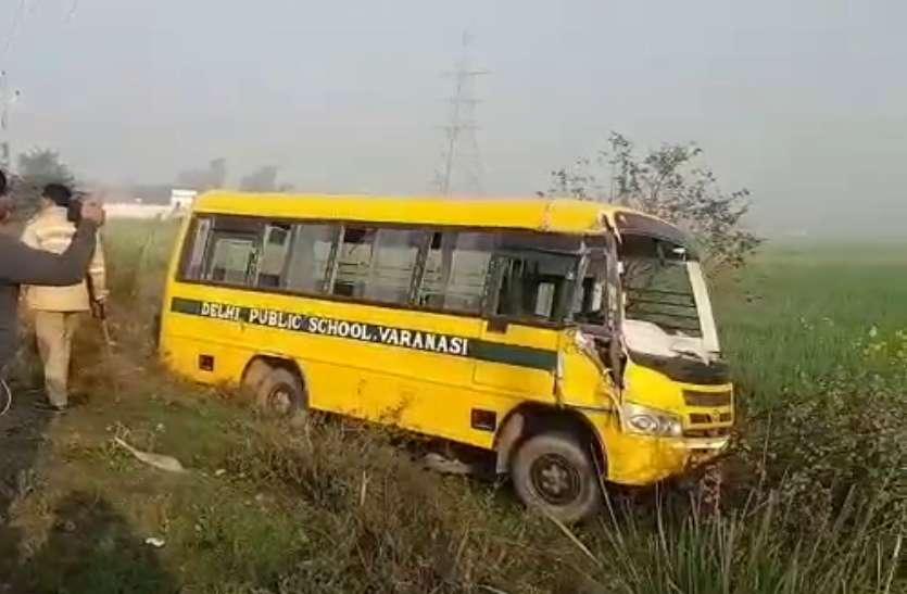 भदोही में दिल्ली पब्लिक स्कूल की बस और ट्रक की टक्कर