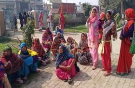 ग्राम्य विकास संस्थान पर प्रशिक्षण लेने पहुंची महिलाओं को अव्यवस्था का करना पड़ा सामना