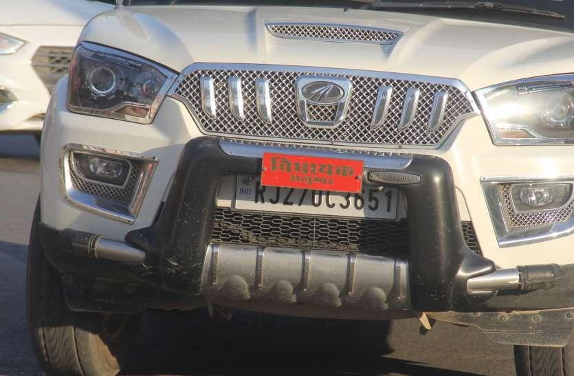 इन्हें कौन पकड़ें...ये ऐसे रईसजादे जो वाहनों के नम्बर छिपा दिखा रहे रूतबा