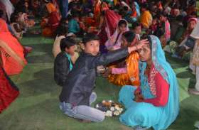 माता-पिता का पूजन कर मनाया मातृ-पितृ दिवस
