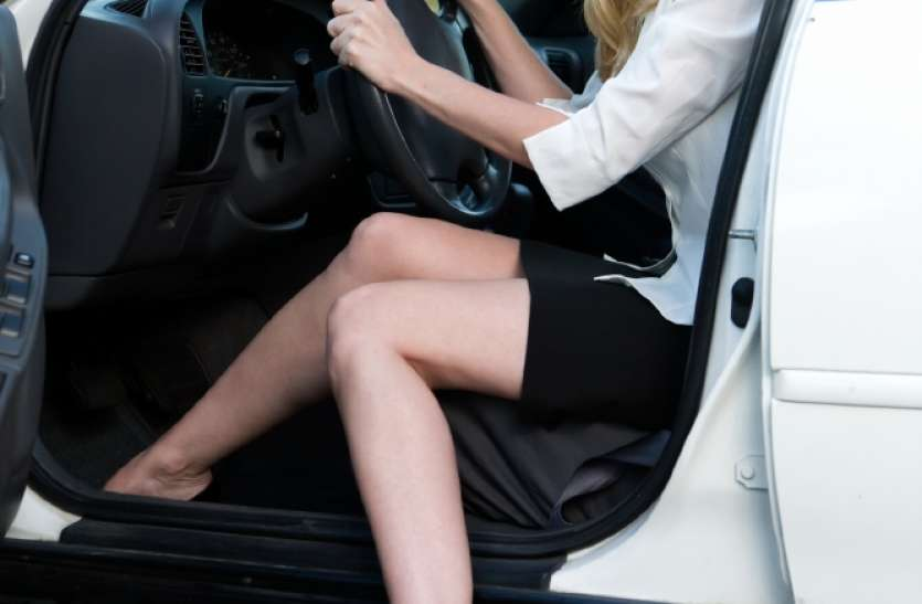 लड़कियां हील पहनकर करती हैं ड्राइविंग, बढ़ जाता है एक्सीडेंट का खतरा