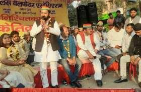 शिवपाल यादव की पार्टी PSP संजय प्लेस के व्यापारियों के साथ, धरने पर बैठे नेता, आमरण अनशन की चेतावनी