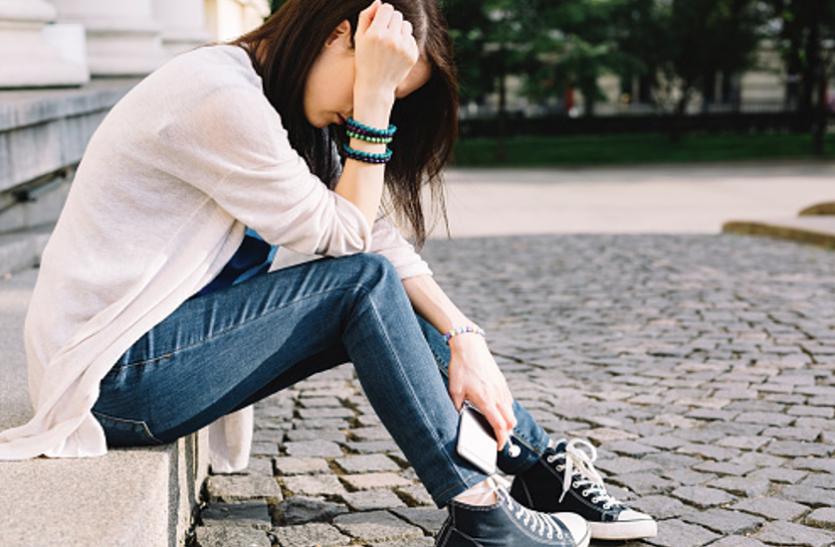 Depression: लम्बे समय तक बैठे रहने से भी बढ़ता है तनाव