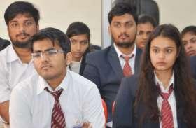 Mangalayatan University में दिल्ली विधानसभा चुनाव पर चर्चा