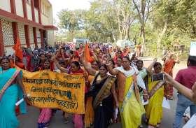 सरकारी कर्मी घोषित करने की मांग को लेकर रैली निकाली