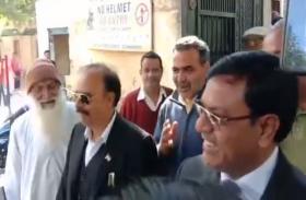 मुजफ्फरनगर साम्प्रदायिक दंगे के आरोपी केंद्रीय मंत्री संजीव बालियान कोर्ट में हुए पेश