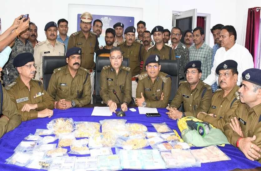 पारख ज्वलेर्स में चोरी का खुलासा : ढाई करोड़ के जेवर और नकदी डेढ़ लाख से बैग भर गया इसलिए बाकी को छोड़ दिया