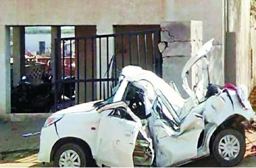 बारात की कार पलटी, दो सगे भाइयों समेत 4 की मौत