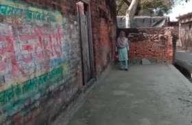घरों में कमाऊ शौचालय, महिला हाथ से उठाती है मैला