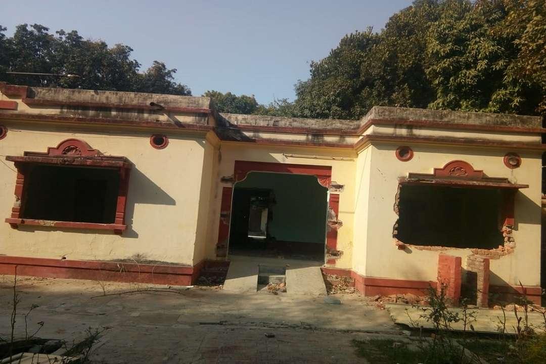 बीेचयू के 100 साल पुराने आवास गिराए जा रहे