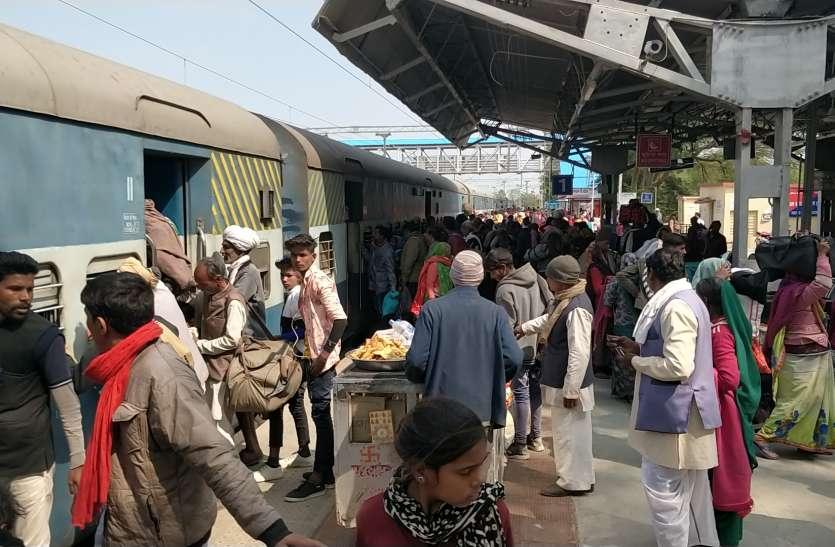 आधुनिक हुआ ब्यावरा रेलवे स्टेशन लेकिन डिजिटल डिस्प्ले नहीं होने से भटकते हैं यात्री, कोच ढूंढऩे में होती है परेशानी