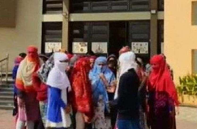 गुजरात में चौंकाने वाली खबर, 68 छात्राओं की कपड़े उतरवाकर की जांच