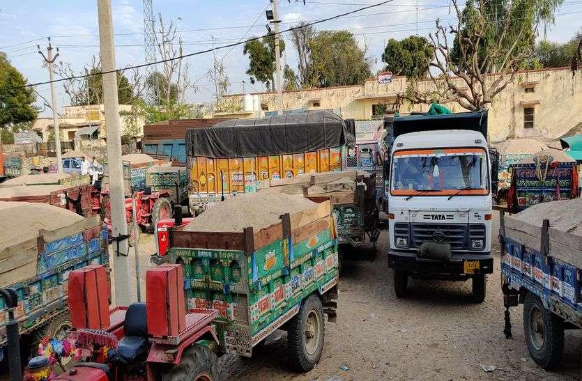 Tonk : बजरी परिवहन : 9 डंपर, 4 ट्रैक्टर ट्रॉली, 4 कार जब्त