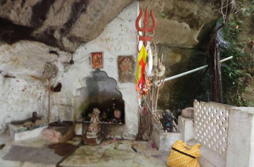 Shiv dham: तीन हजार फिट नीचे गुफा में स्थित है यह शिवलिंग