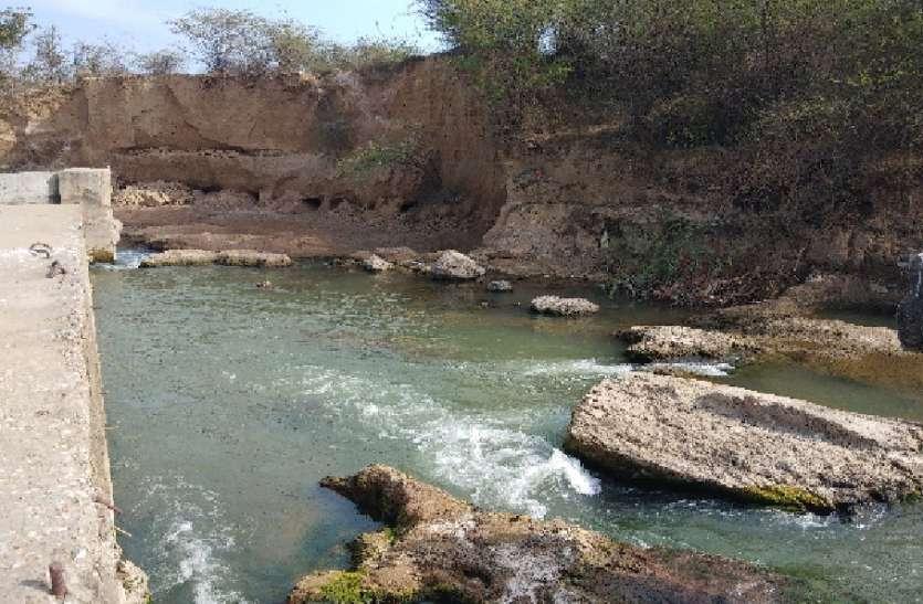 मांगली नदी के क्षतिग्रस्त एनिकट की नहीं ली सुध, गर्मी में होगा जल संकट
