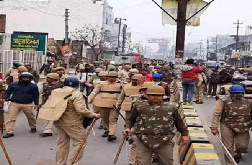 हिंसा में मारे गए युवकों के परिजन पहुंचे कोर्ट, पुलिस के खिलाफ दर्ज हो हत्या की रिपोर्ट